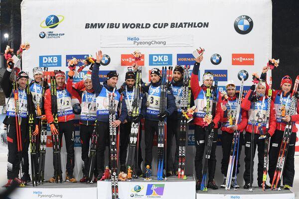 Биатлонисты сборной Австрии, биатлонисты сборной Франции и биатлонисты сборной Норвегии (слева направо)