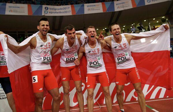 Польские бегуны, завоевавшие золото в эстафетах 4х400 м на чемпионате Европы по легкой атлетике в помещении