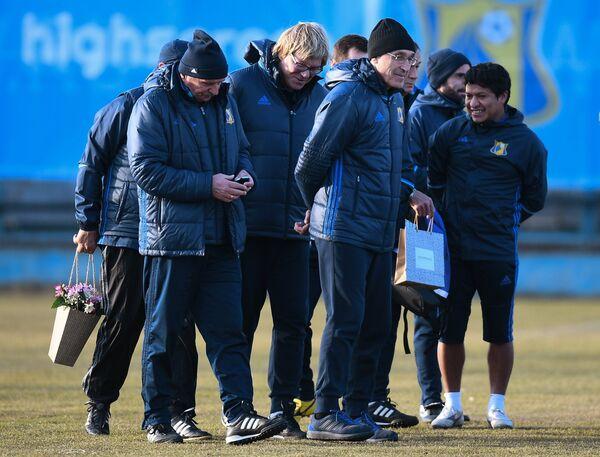 Иван Данильянц (справа на первом плане)
