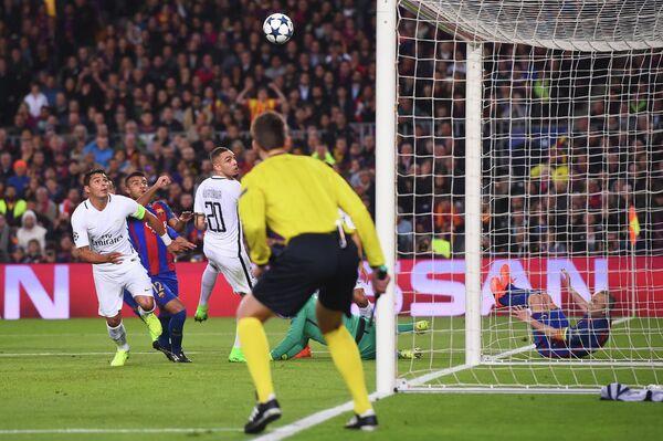 Игровой момент матча Барселона - ПСЖ