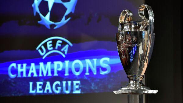 Кубок и логотип Лиги чемпионов