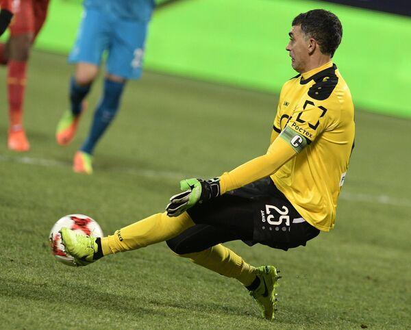 Вратарь Арсенала Владимир Габулов