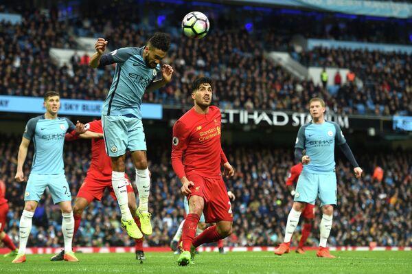 Игровой момент матча чемпионата Англии по футболу Манчестер Сити - Ливерпуль