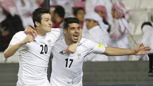 Форварды сборной Ирана Сердар Азмун и Мехди Тареми (справа)