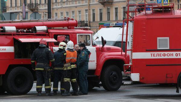 Сотрудники пожарной службы МЧС РФ в Санкт-Петербурге