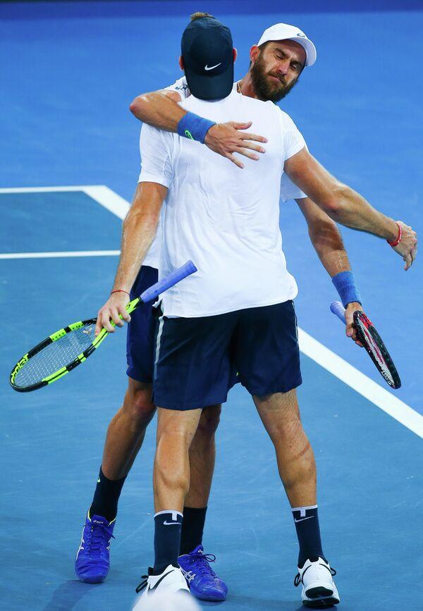 Теннисисты сборной США Стив Джонсон (справа) и Джек Сок