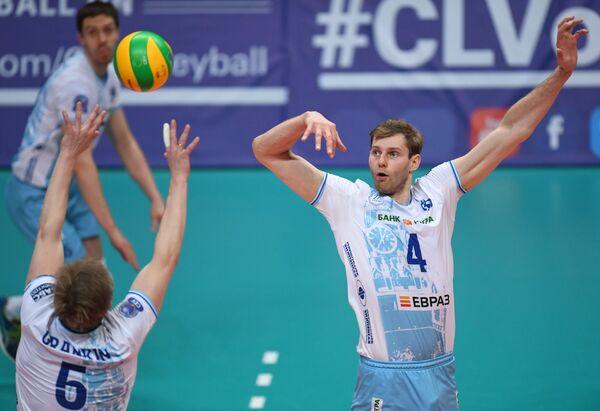 Игроки ВК Динамо Сергей Гранкин и Алексей Остапенко (справа)