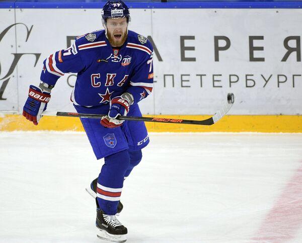 Защитник СКА Антон Белов