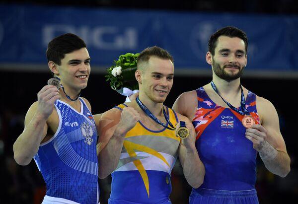 Россиянин Артур Далалоян (слева), украинец Олег Верняев и британец Джеймс Холл (справа)
