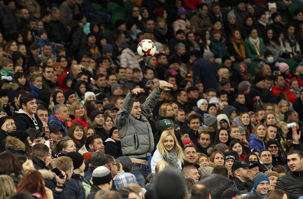 Болельщики на трибунах стадиона Краснодар во время матча с Оренбургом