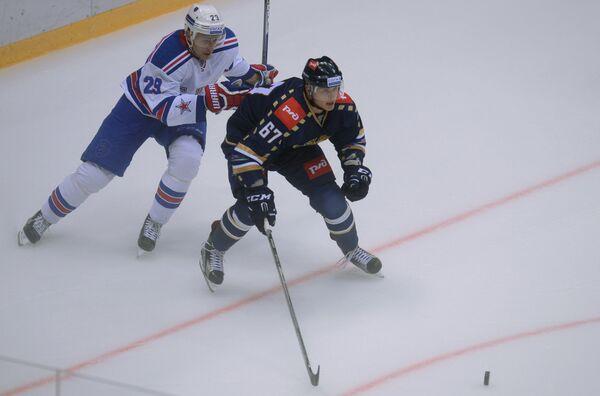 Александр Титов и Илья Каблуков (слева)