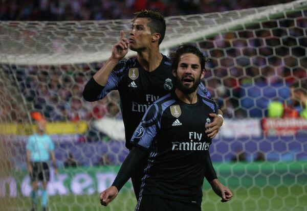 Футболисты Реала Криштиану Роналду и Иско
