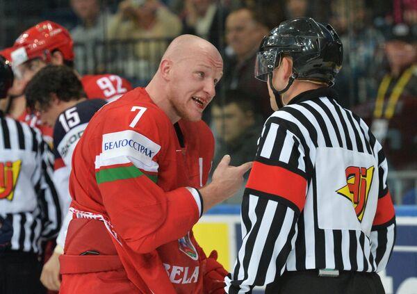 Владимир Денисов (слева)