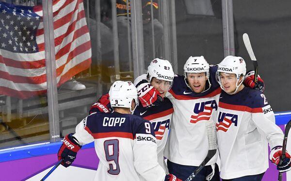 Игроки сборной США Эндрю Копп, Андерс Ли, Джей Ти Комфер и Брок Нельсон (слева направо)