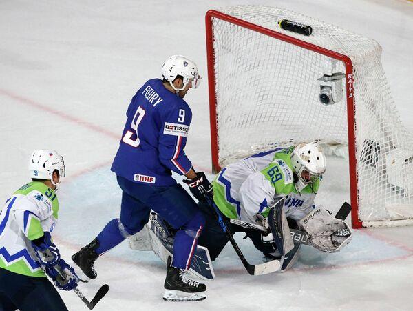Игровой момент матча Франция - Словения
