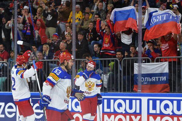 Хоккеисты сборной России Артемий Панарин, Евгений Дадонов и Никита Гусев (слева направо)