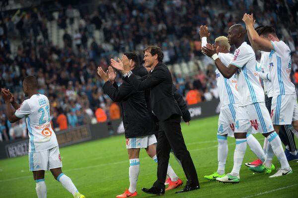 Футболисты и тренерский штаб французского Марселя