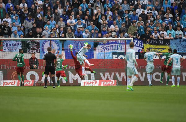 Игровой момент матча 30-го тура РФПЛ между московским Локомотивом и санкт-петербургским Зенитом