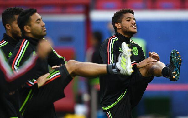 Полузащитник сборной Мексики по футболу Хонатан дос Сантос