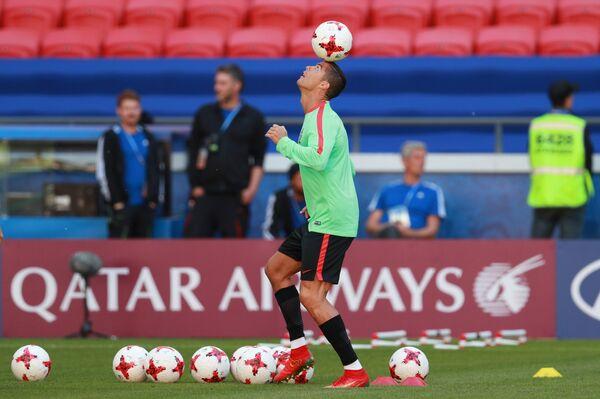 Нападающий сборной Португалии по футболу Криштиану Роналду