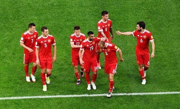 Футболисты сборной России