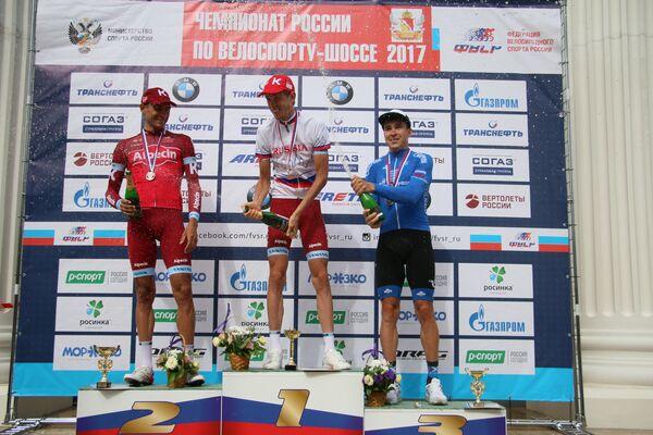 Российские велогонщики Максим Бельков, Ильнур Закарин и Антон Воробьев (слева направо)