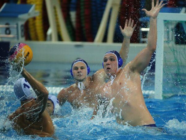 Игровой момент матча за 5-е место Суперфинала Мировой лиги по водному поло между сборными Казахстана и России