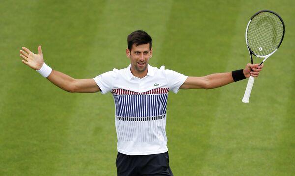 Новак Джокович на теннисном турнире в Истбурне