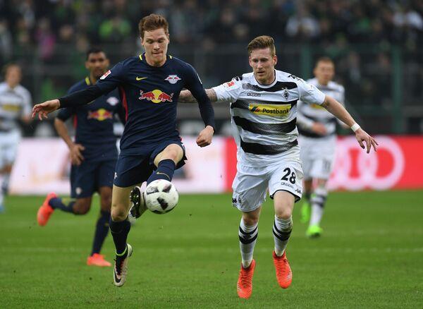 Немецкий футболист Андре Хан (справа)