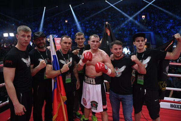 Эдуард Трояновский (третий справа)