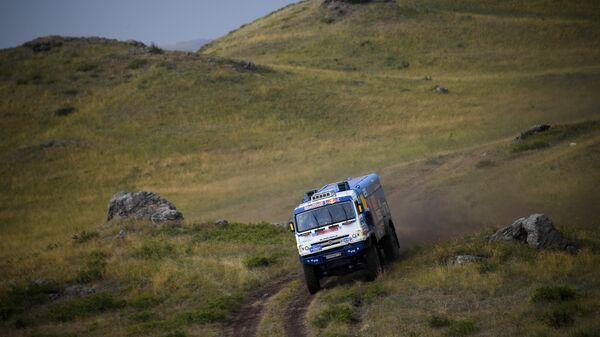 Экипаж Айрата Мардеева из команды КАМАЗ-мастер на этапе Шелкового пути