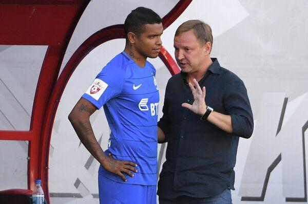 Нападающий Динамо Вандерсон (слева) и главный тренер Динамо Юрий Калитвинцев