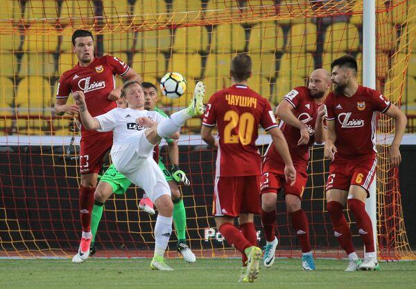 Игровой момент матча Арсенал - СКА-Хабаровск