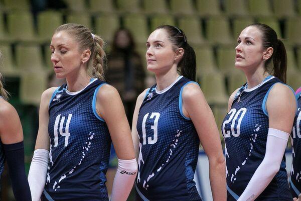 Волейболистки Сахалина Евгения Снегирева, Елена Лежанина и Людмила Хабибуллина (слева направо)