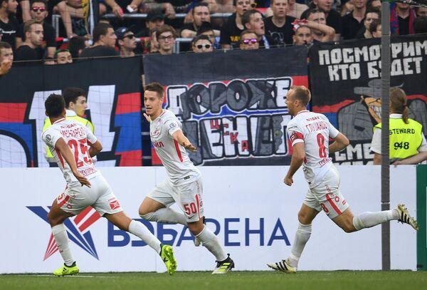 Футболисты Спартака Лоренсо Мельгарехо, Марио Пашалич и Денис Глушаков