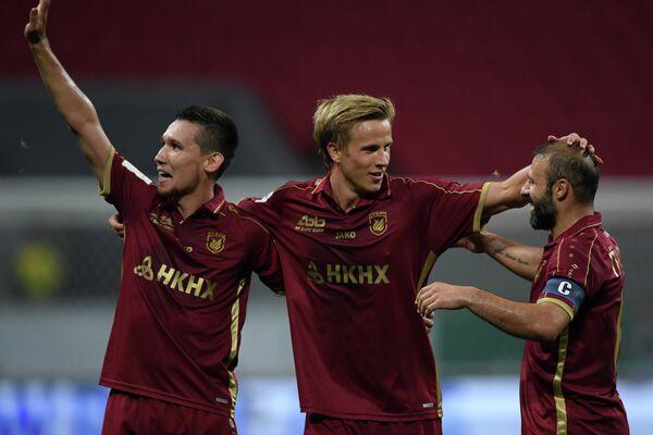Футболисты Рубина Эльмир Набиуллин, Мориц Бауэр и Гёкдениз Карадениз (слева направо)