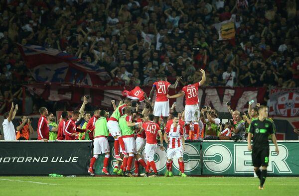 Футболисты Црвены Звезды радуются забитому мячу в ворота Краснодара