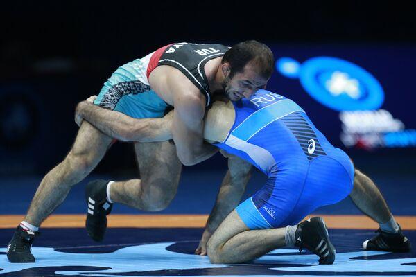 Российский борец вольного стиля Алан Гогаев (справа)