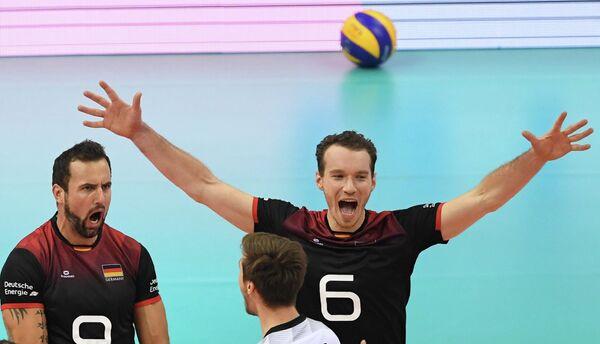 Диагональные сборной Германии по волейболу Георг Грозер и Денис Калиберда (слева направо)