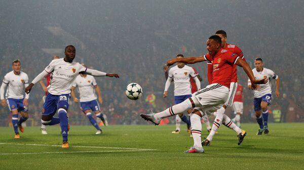Игровой момент матча Базель - Манчестер Юнайтед