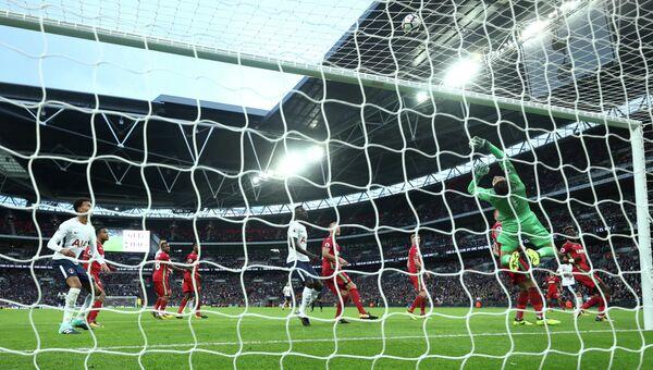 Игровой момент матча чемпионата Англии по футболу между Тоттенхэмом и Суонси