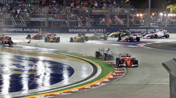 Пилоты на дистанции гонки 14-го этапа чемпионата Формулы-1 Гран-при Сингапура