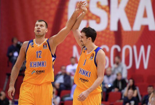 Игроки БК Химки Сергей Моня (слева) и Алексей Швед