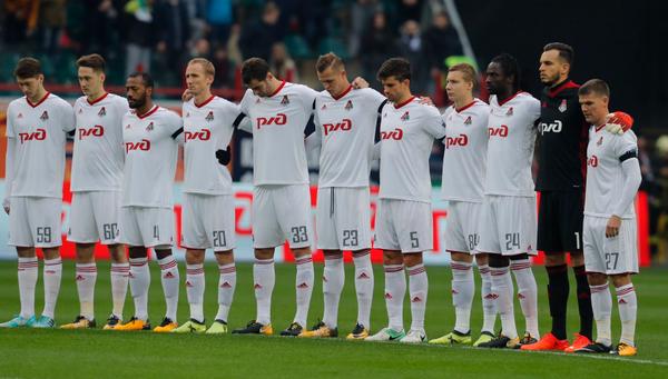Футболисты Локомотива во время минуты молчания в память Алексея Арифуллина