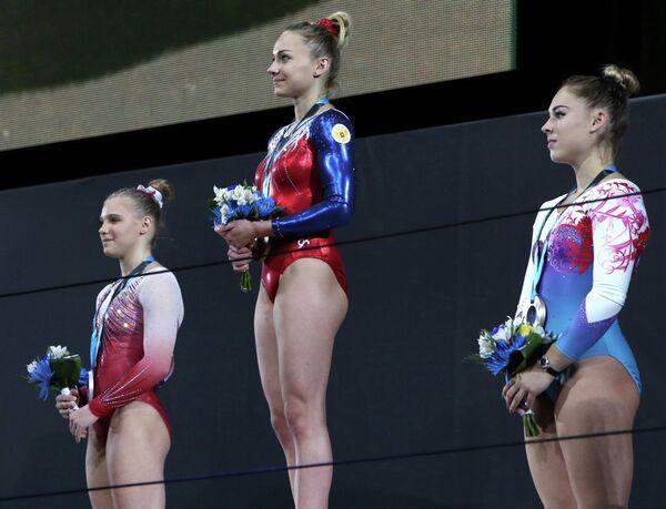 Американка Джейд Кэри, россиянка Мария Пасека и швейцарка Джулия Штайнгрубер (слева направо)
