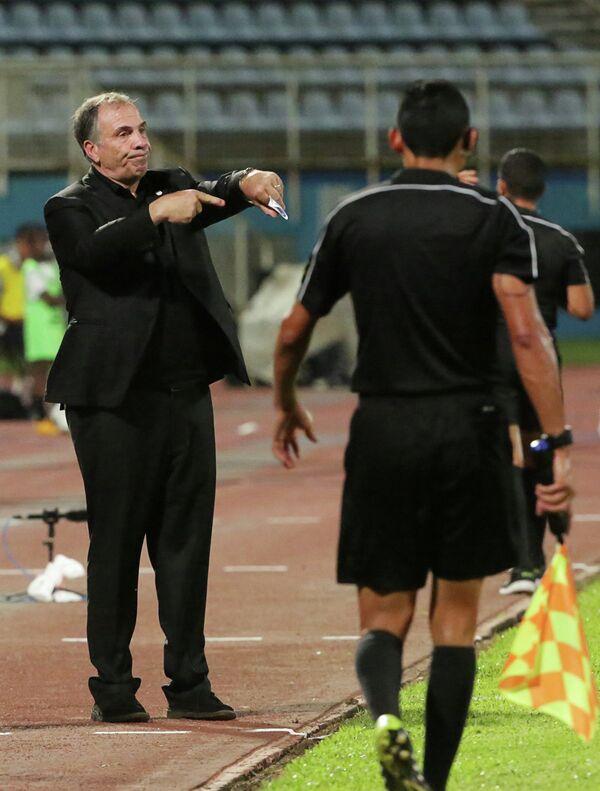 Главный тренер сборной США по футболу Брюс Арена