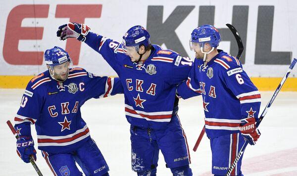 Хоккеисты СКА Павел Дацюк, Сергей Плотников и Патрик Херсли (слева направо)
