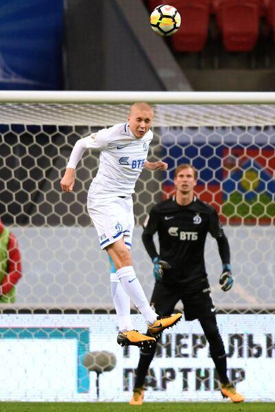 Игроки ФК Динамо Себастьян Хольмен и Антон Шунин (слева направо)
