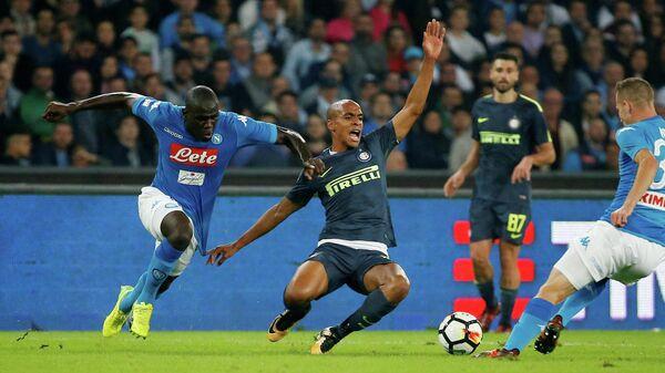 Игровой момент матча чемпионата Италии по футболу Наполи - Интер