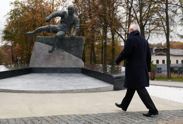 Открытие памятника советскому хоккеисту Валерию Харламову
